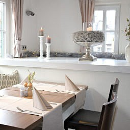 Restaurant Tisch mit schöner Deko